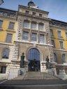 la nouvelle entrée vitrée du Gymnase de La Chaux-de-Fonds (aujourd'hui Bibliothèque de la Ville) le 27 février 2010 à 13h50 - plus de 130 ans après son inauguration