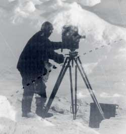 tournage de 'South' par Frank Hurley dans l'antarctique en 1919, voir notre page Shackleton et le DVD du British Film Institute