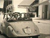 cinq enfants à l'arrière de la Peugeot 402 - été 1949, Golfe Juan (près de Vallauris), filmés en double-huit par Marcel, avec sa petite caméra Keystone K-8 - de gauche à droite : thérèse, gabriel, jean-daniel, andré, hélène