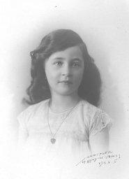 Margot en 1923, rue du Commerce 15 (photo J. Groepler)