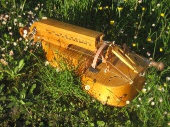 une vielle à roue construite par Estienne Henry à Genève - cliquer sur l'image pour l'agrandir