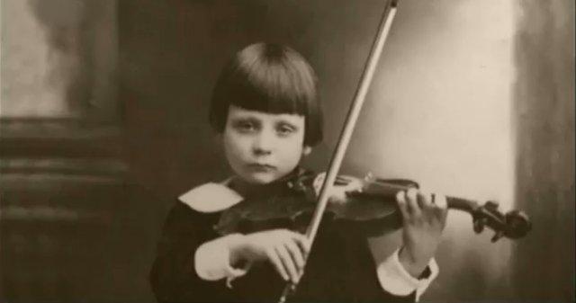 Ivry Gitlis à 6 ans à Haïfa