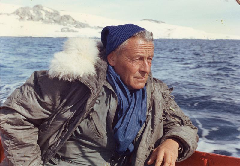 paul-émile victor en 1968, sur le navire thala dan, en terre adélie, antarctique