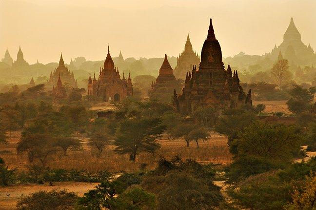 les temples de Bagan, en Birmanie - photo copyright http://www.pbgalerie.ch/